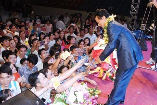 Chế Linh tái ngộ khán giả Hà Nội sau gần 3 năm xa cách - Ảnh 4