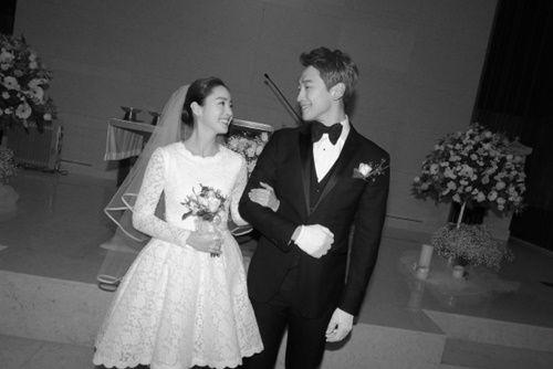 Đám cưới Bi Rain- Kim Tae Hee: Cô dâu mặc váy ngắn khoe chân thon - Ảnh 1