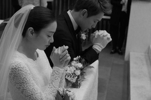 Đám cưới Bi Rain- Kim Tae Hee: Cô dâu mặc váy ngắn khoe chân thon - Ảnh 2