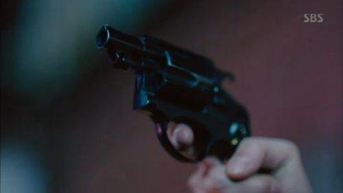 Huyền thoại biển xanh tập 18: Jun Ji Hyun đỡ đạn thay Lee Min Ho - Ảnh 8