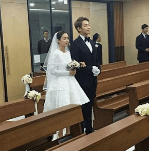 Đám cưới Bi Rain- Kim Tae Hee: Cô dâu mặc váy ngắn khoe chân thon - Ảnh 3