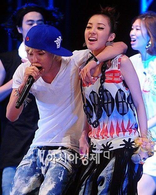 Xôn xao với đoạn clip G-Dragon bảo vệ và hôn Dara trước đám đông - Ảnh 3