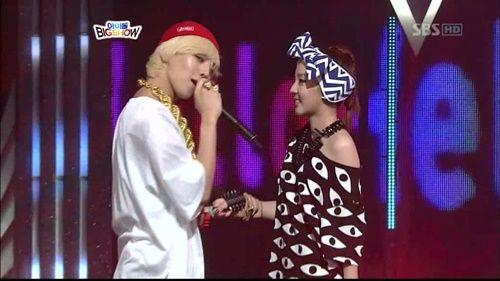 Xôn xao với đoạn clip G-Dragon bảo vệ và hôn Dara trước đám đông - Ảnh 5