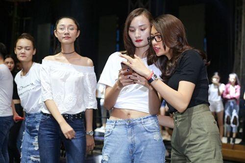 Nam Em, Lệ Hằng, Lê Thúy miệt mài tập luyện cho show thời trang 4D - Ảnh 4