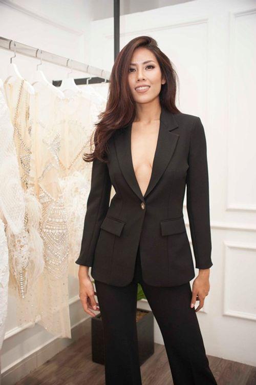 """Phản ứng của Nguyễn Thị Loan khi bị chê thời trang """"sến súa"""" tại Miss Universe - Ảnh 7"""