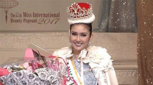 Nhan sắc đời thường xinh đẹp khó rời mắt của tân Hoa hậu Quốc tế - Ảnh 1