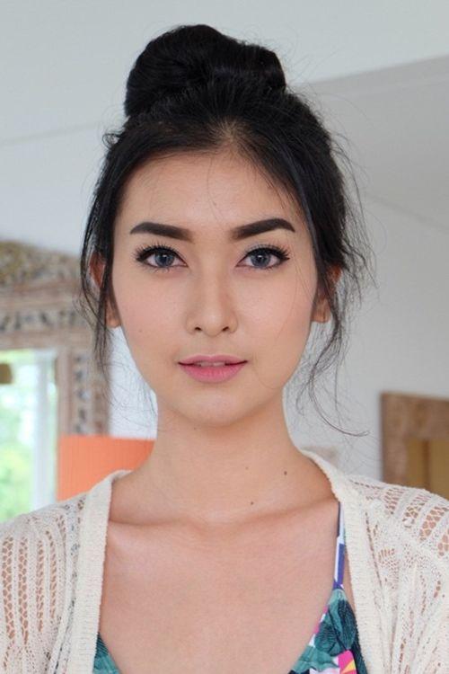 Nhan sắc đời thường xinh đẹp khó rời mắt của tân Hoa hậu Quốc tế - Ảnh 14