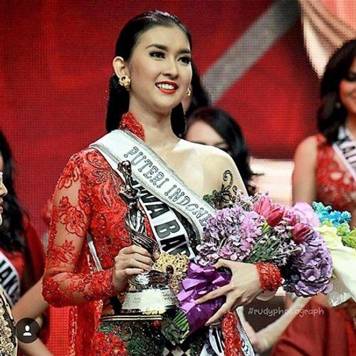 Nhan sắc đời thường xinh đẹp khó rời mắt của tân Hoa hậu Quốc tế - Ảnh 7
