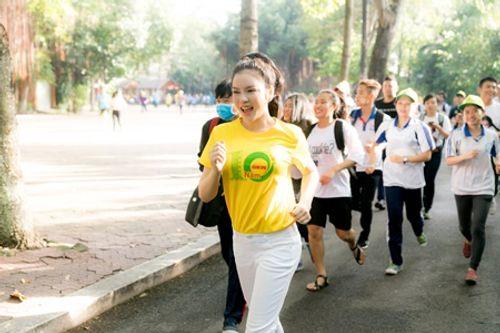 Lý Nhã Kỳ chạy bộ ủng hộ chương trình vì bệnh nhân ung thư - Ảnh 4
