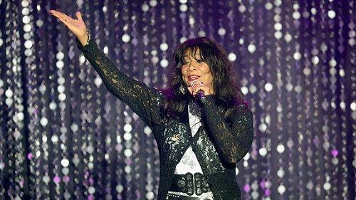 """Nữ ca sĩ của bản hit """"We Are Family"""" Joni Sledge qua đời ở tuổi 60 - Ảnh 1"""