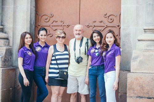 Thí sinh Hoa khôi du lịch tự tin giao lưu với du khách bằng tiếng Anh trên phố - Ảnh 6