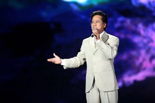 """Chế Linh hát cùng dàn mỹ nhân, tặng quà """"khủng"""" cho fan nữ ngày 8/3 - Ảnh 1"""