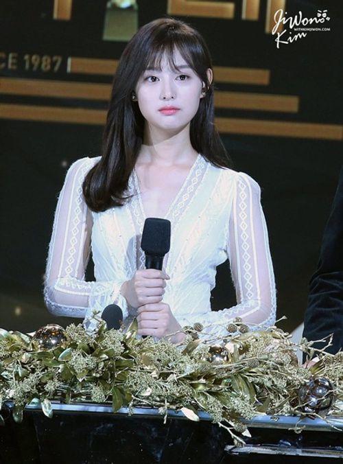 Đây là Kim Ji Won, và cô ấy đã không còn chỉ đóng vai phụ nữa! - Ảnh 8