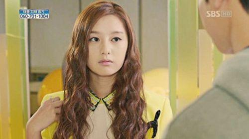 Đây là Kim Ji Won, và cô ấy đã không còn chỉ đóng vai phụ nữa! - Ảnh 2
