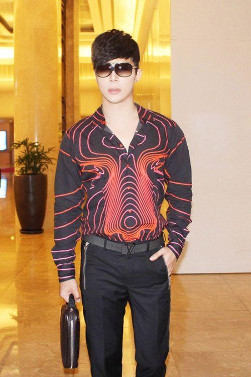 Nathan Lee tái ngộ siêu mẫu Vũ Cẩm Nhung, hoa hậu Đàm Ly Ly - Ảnh 1