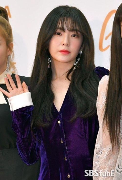 """Thảm đỏ """"Grammy xứ Hàn"""" ngày thứ nhất: Red Velvet đẹp tựa nữ thần! - Ảnh 4"""