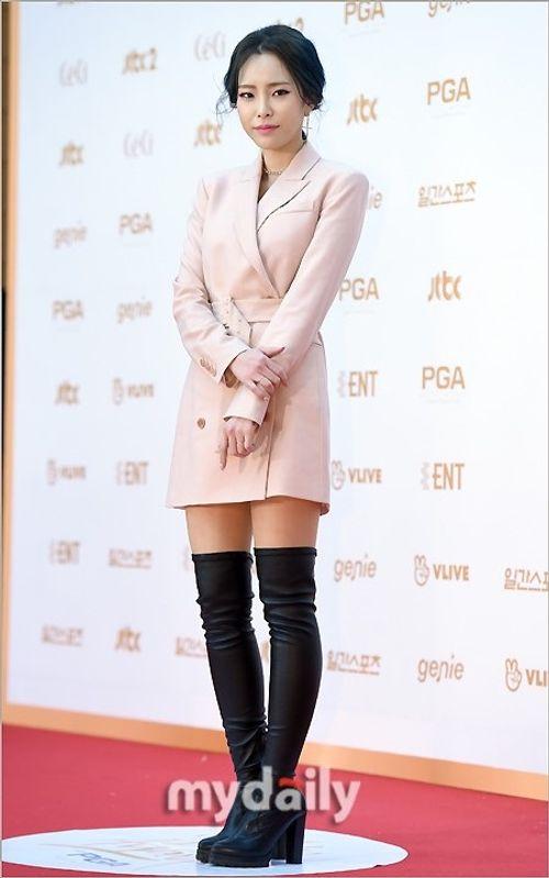 """Thảm đỏ """"Grammy xứ Hàn"""" ngày thứ nhất: Red Velvet đẹp tựa nữ thần! - Ảnh 10"""