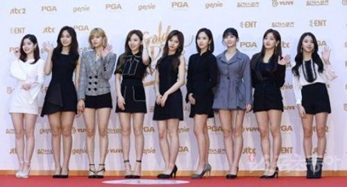 """Thảm đỏ """"Grammy xứ Hàn"""" ngày thứ nhất: Red Velvet đẹp tựa nữ thần! - Ảnh 16"""
