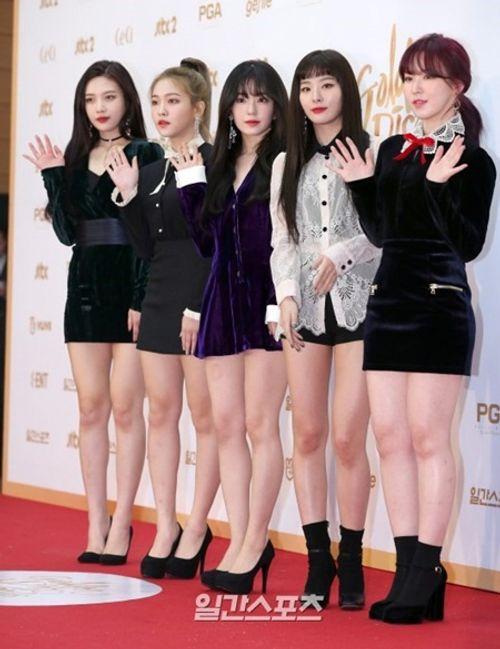 """Thảm đỏ """"Grammy xứ Hàn"""" ngày thứ nhất: Red Velvet đẹp tựa nữ thần! - Ảnh 3"""