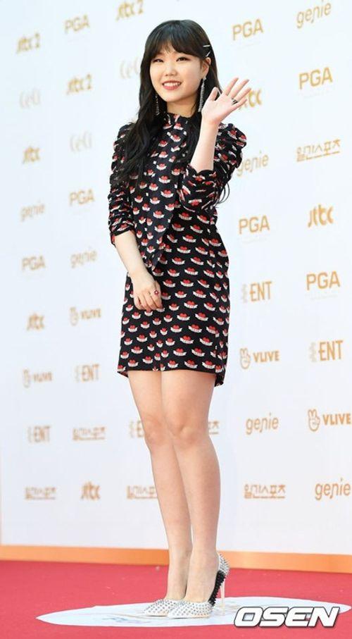 """Thảm đỏ """"Grammy xứ Hàn"""" ngày thứ nhất: Red Velvet đẹp tựa nữ thần! - Ảnh 11"""