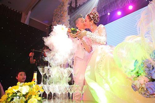 """Dàn sao """"khủng"""" và những hình ảnh ấn tượng nhất tại đám cưới Lâm Khánh Chi - Ảnh 16"""