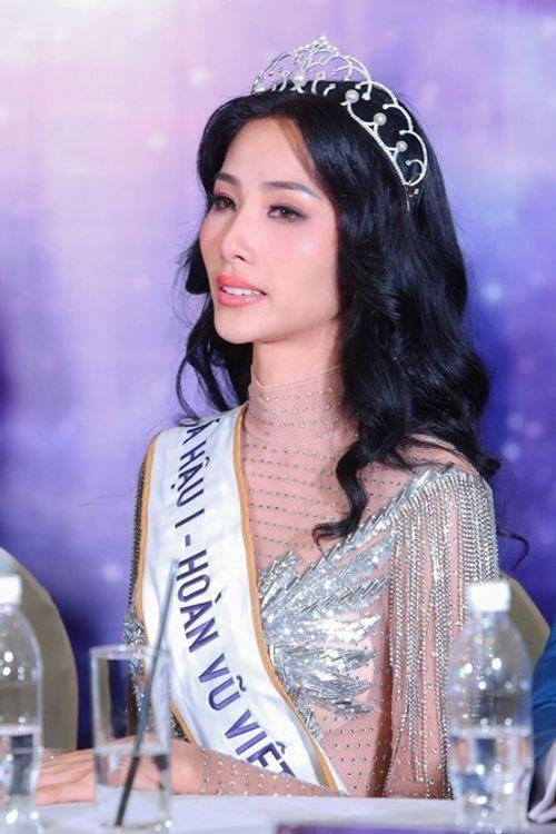 Á hậu Hoàn vũ Việt Nam 2017 Hoàng Thùy: Tôi không muốn tham lam nữa... - Ảnh 2