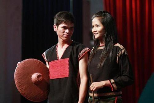 Nhan sắc khác biệt của hoa hậu H'Hen Niê năm 19 tuổi - Ảnh 3