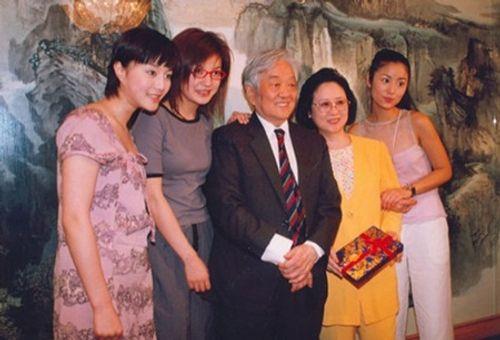"""Những hình ảnh """"thuở xa xưa"""" của bộ sậu Hoàn Châu Cách Cách - Ảnh 1"""