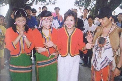 """Những hình ảnh """"thuở xa xưa"""" của bộ sậu Hoàn Châu Cách Cách - Ảnh 10"""