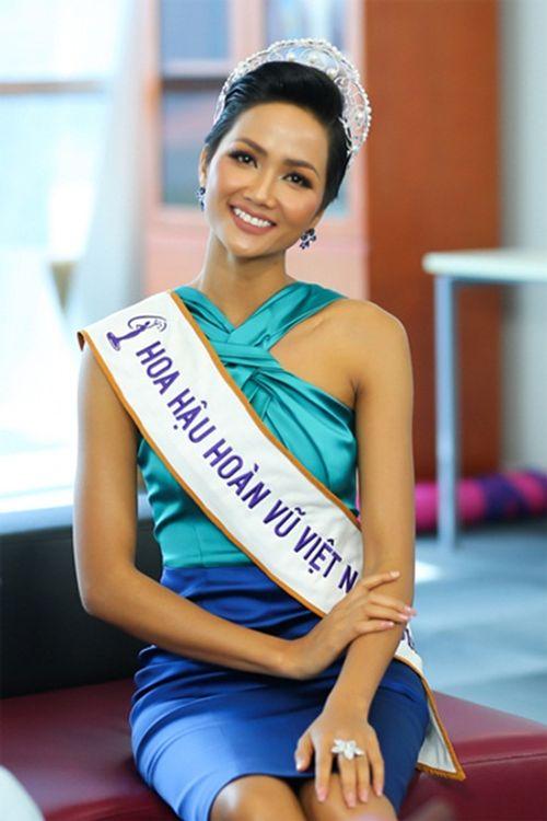 Hoa hậu H'Hen Niê tóc ngắn cá tính, tóc dài cũng xinh đẹp không kém ai - Ảnh 4