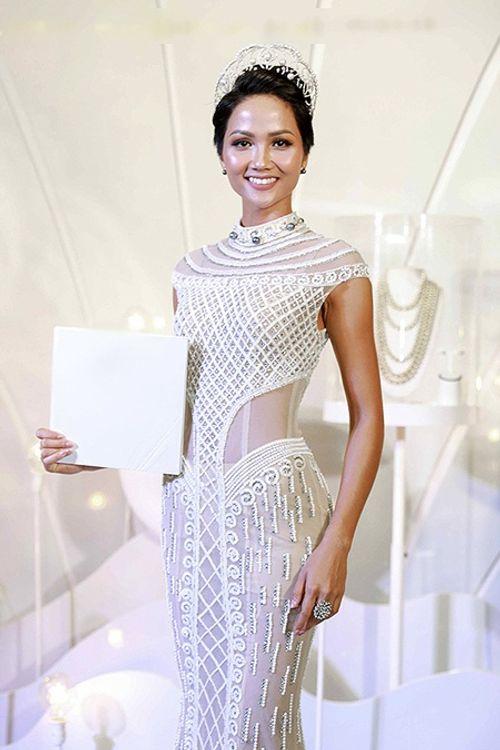 Hoa hậu H'Hen Niê tóc ngắn cá tính, tóc dài cũng xinh đẹp không kém ai - Ảnh 5