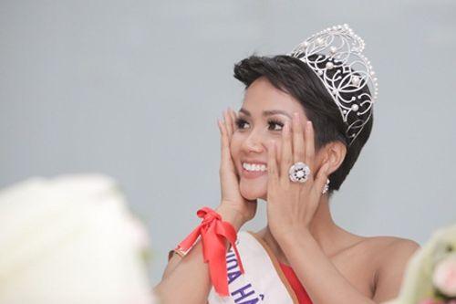 Hoa hậu H'Hen Niê tóc ngắn cá tính, tóc dài cũng xinh đẹp không kém ai - Ảnh 2