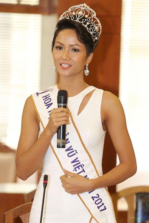 Hoa hậu H'Hen Niê tóc ngắn cá tính, tóc dài cũng xinh đẹp không kém ai - Ảnh 1