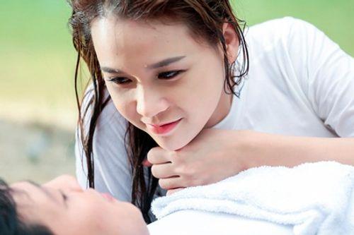 """Trường Giang """"lên đời"""", Thanh Thúy diện bikini khoe vòng 1 trong phim Tết - Ảnh 6"""