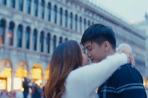 """Nguyễn Ngọc Anh hôn say đắm """"người tình tin đồn"""" Tô Minh Đức ở Venice - Ảnh 3"""