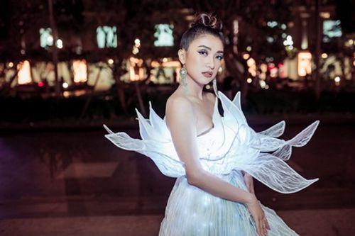 Tiêu Châu Như Quỳnh diện váy phát sáng dự sự kiện - Ảnh 2
