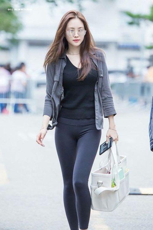 """Ngắm nhìn thân hình chuẩn mực của """"nữ hoàng quần legging"""" Naeun - Ảnh 10"""