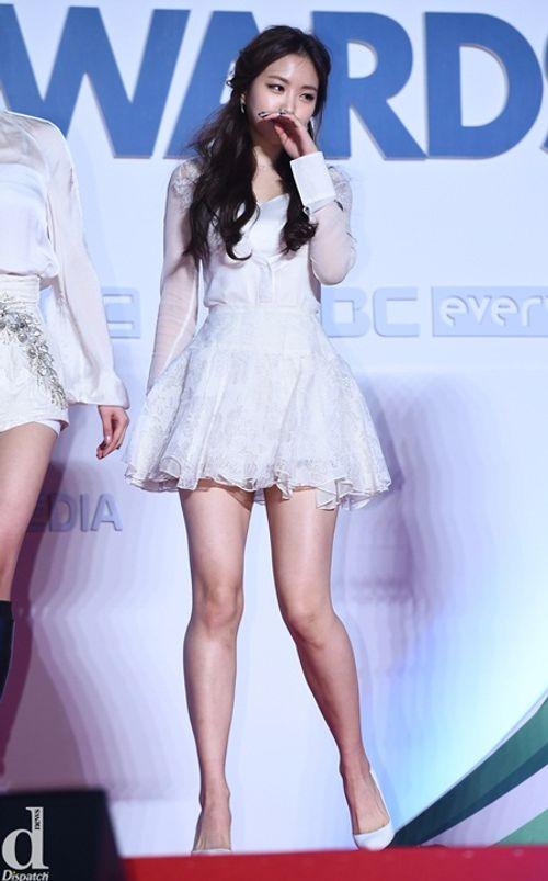 """Ngắm nhìn thân hình chuẩn mực của """"nữ hoàng quần legging"""" Naeun - Ảnh 13"""