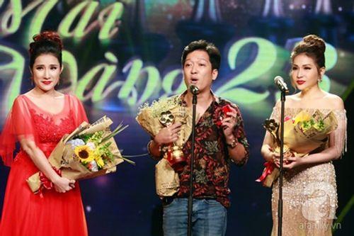 Trường Giang bất ngờ cầu hôn Nhã Phương trên sóng truyền hình trực tiếp - Ảnh 1