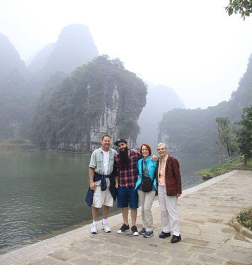 """Đạo diễn """"Kong"""" trở lại Việt Nam cùng gia đình sau vụ bị đánh - Ảnh 5"""