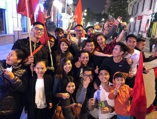 """Đạo diễn """"Kong"""" trở lại Việt Nam cùng gia đình sau vụ bị đánh - Ảnh 6"""