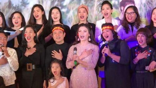 Nghệ sĩ Hà Nội tụ hội hát Quốc ca mừng U23 Việt Nam chiến thắng - Ảnh 1