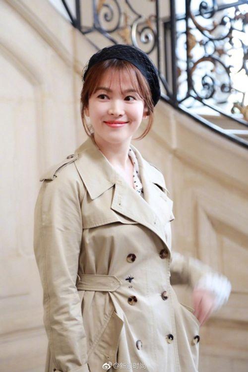 """Song Joong Ki - Song Hye Kyo """"nàng sến chàng sang"""" dự event ở Paris - Ảnh 6"""