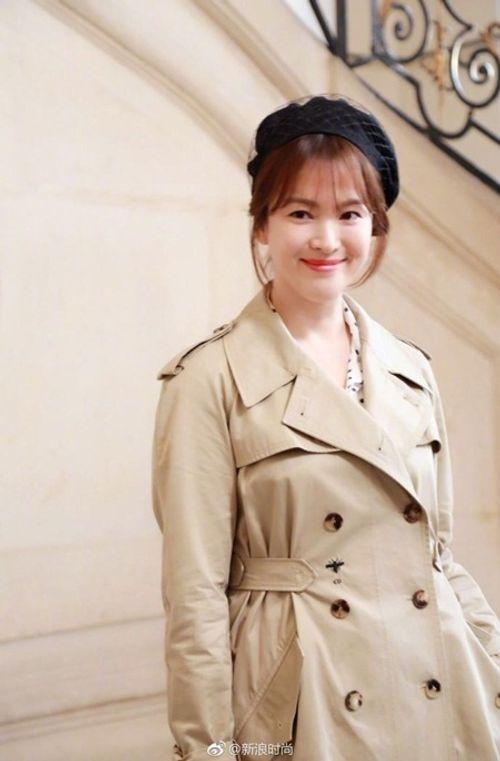 """Song Joong Ki - Song Hye Kyo """"nàng sến chàng sang"""" dự event ở Paris - Ảnh 8"""