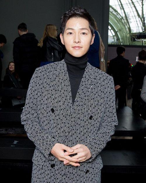 """Song Joong Ki - Song Hye Kyo """"nàng sến chàng sang"""" dự event ở Paris - Ảnh 2"""