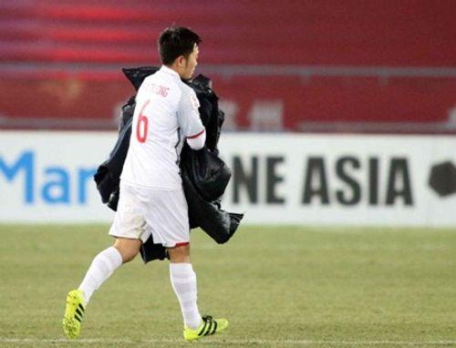 Clip: Hành động ý nghĩa của Xuân Trường trong loạt sút luân lưu với U23 Qatar - Ảnh 2
