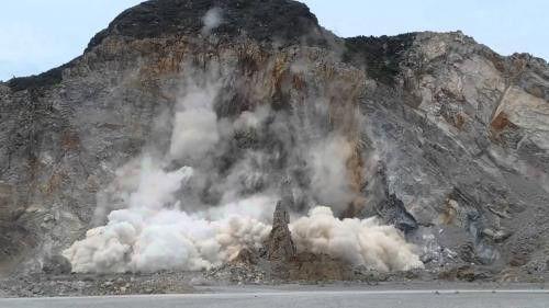 Đắk Nông: 4 người thương vong vì nổ mìn khai thác đá - Ảnh 1