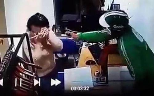 Sự thật bất ngờ vụ thanh niên mặc áo Grab xịt hơi cay cướp điện thoại - Ảnh 1
