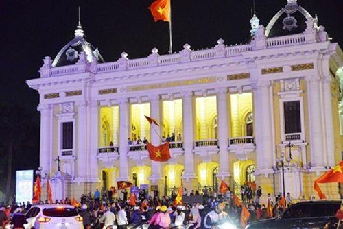 U23 Việt Nam đá chung kết: Hà Nội, TP.HCM lắp hàng chục màn hình lớn xem bóng đá - Ảnh 2