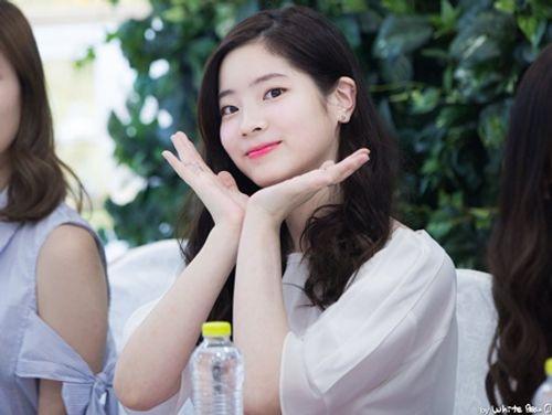 """7 """"tuyệt chiêu"""" giúp thần tượng Kpop lấy lòng người hâm mộ - Ảnh 1"""